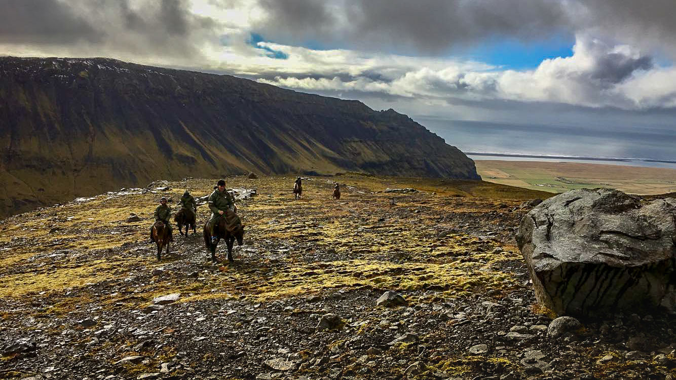 Glacier horseback riding tour in Iceland (1)