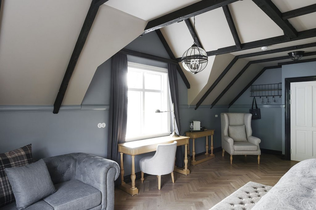 Grand Double Room Skálakot Manor Accommodation