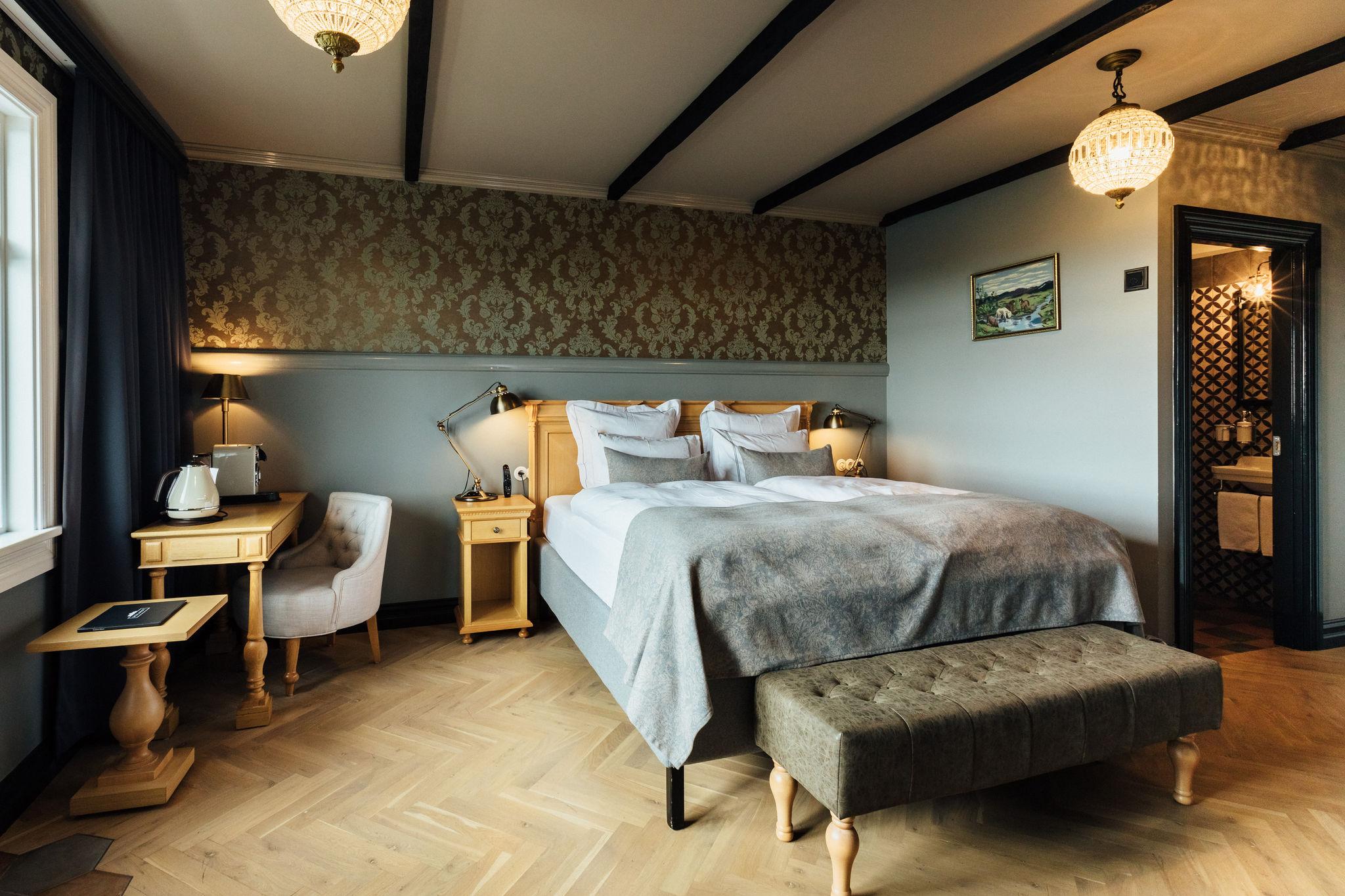 Room 208 (1)